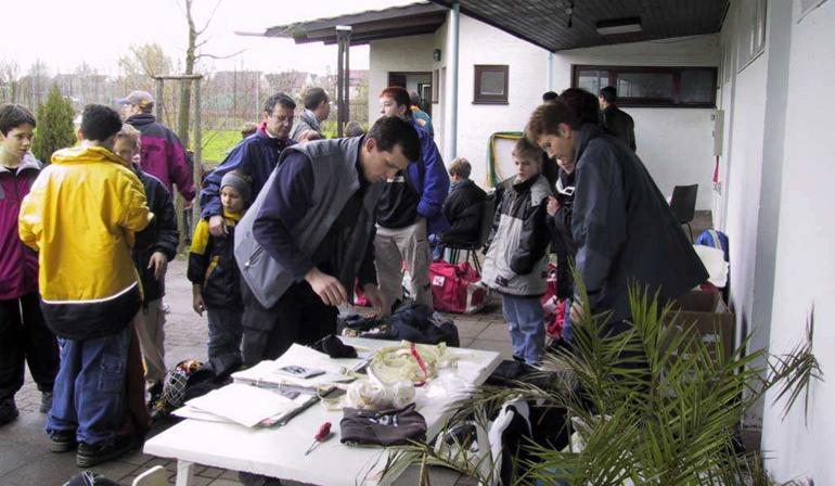 Hockeybörse 2001 vor dem Clubhaus